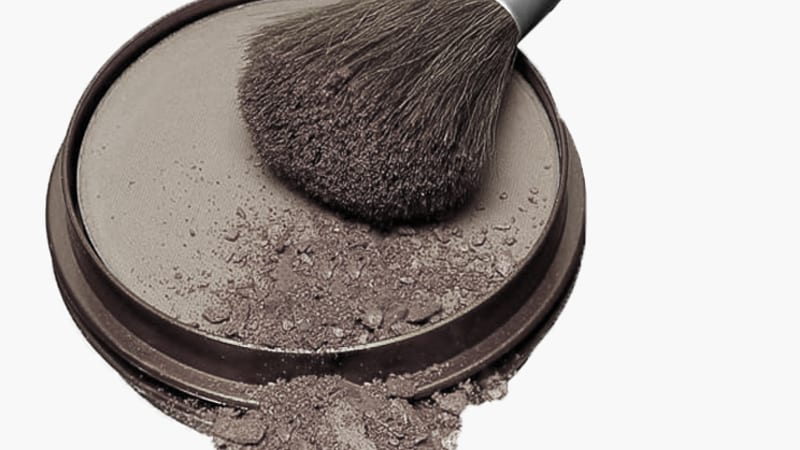 How to easily sanitize your pressed powders